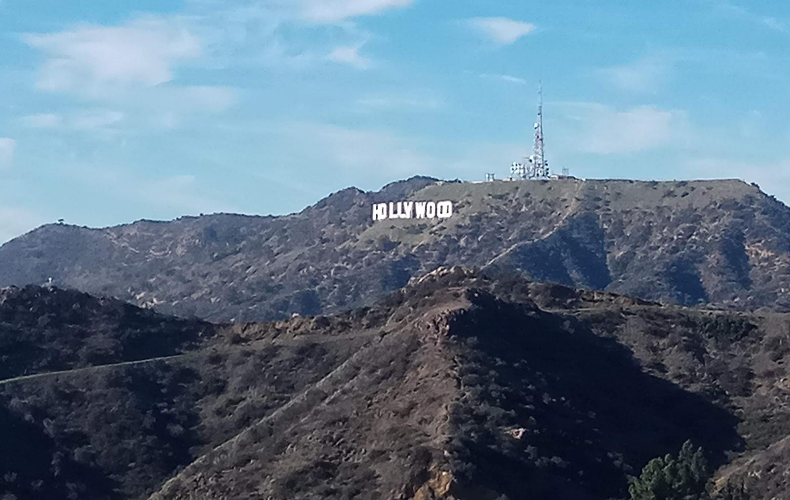 Вид на буквы Hollywood с площадки обсерватории Гриффита