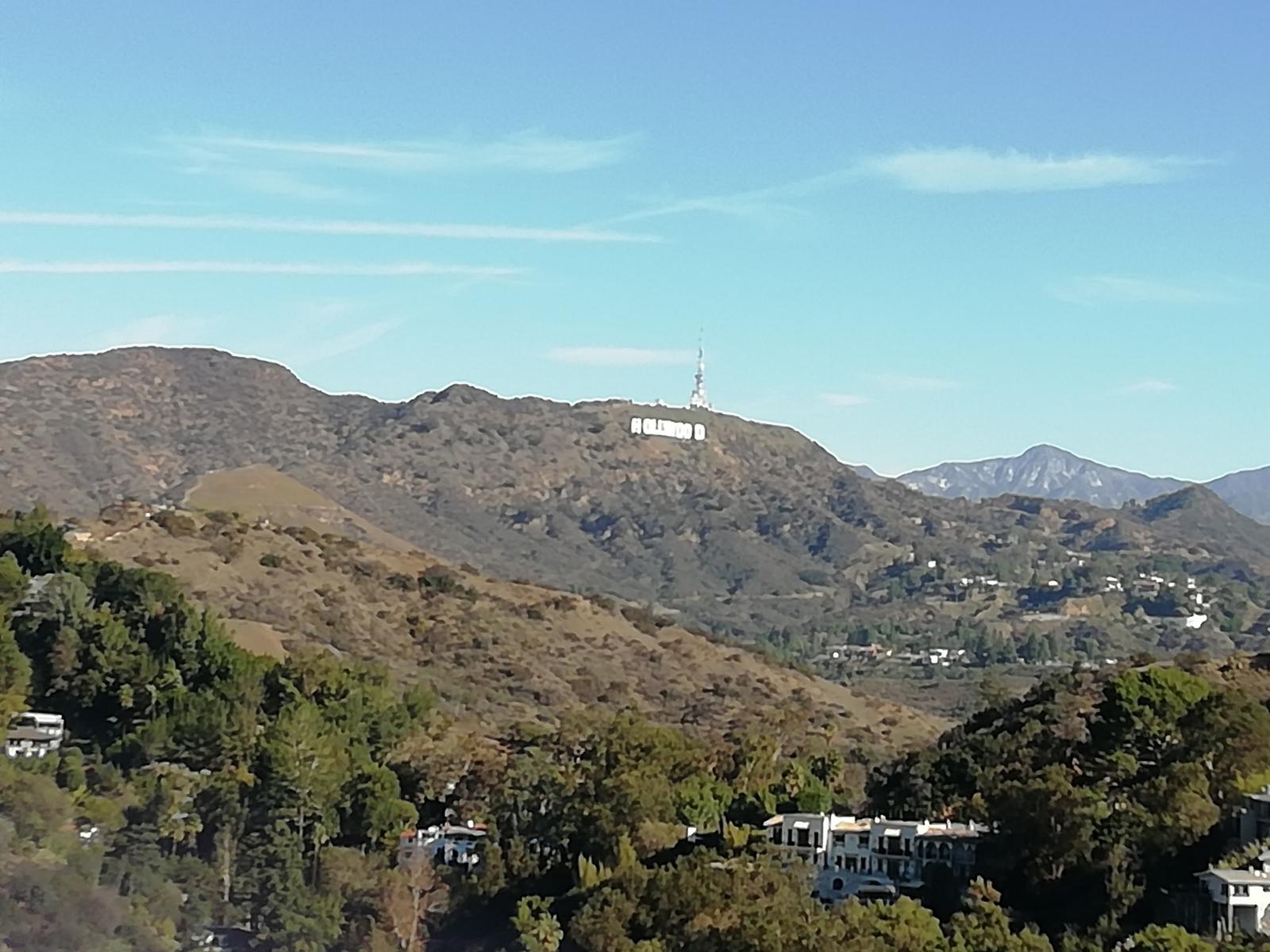 Вид на буквы Hollywood из парка «Раньон Каньон»