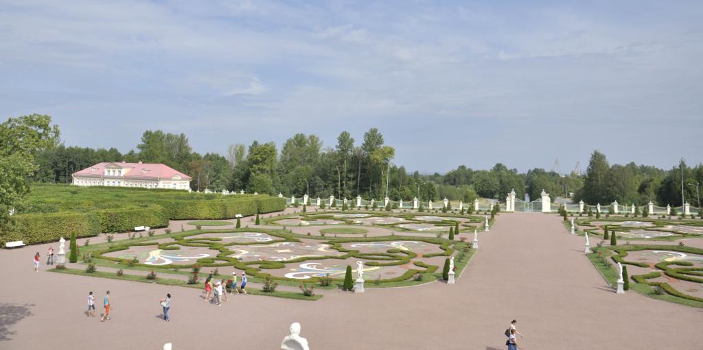 Вид со ступеней дворца
